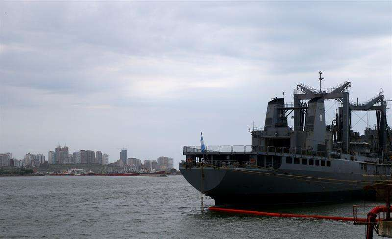 Vista de un buque de la Armada Argentina en el puerto marítimo ubicado en Mar del Plata (Argentina). EFE