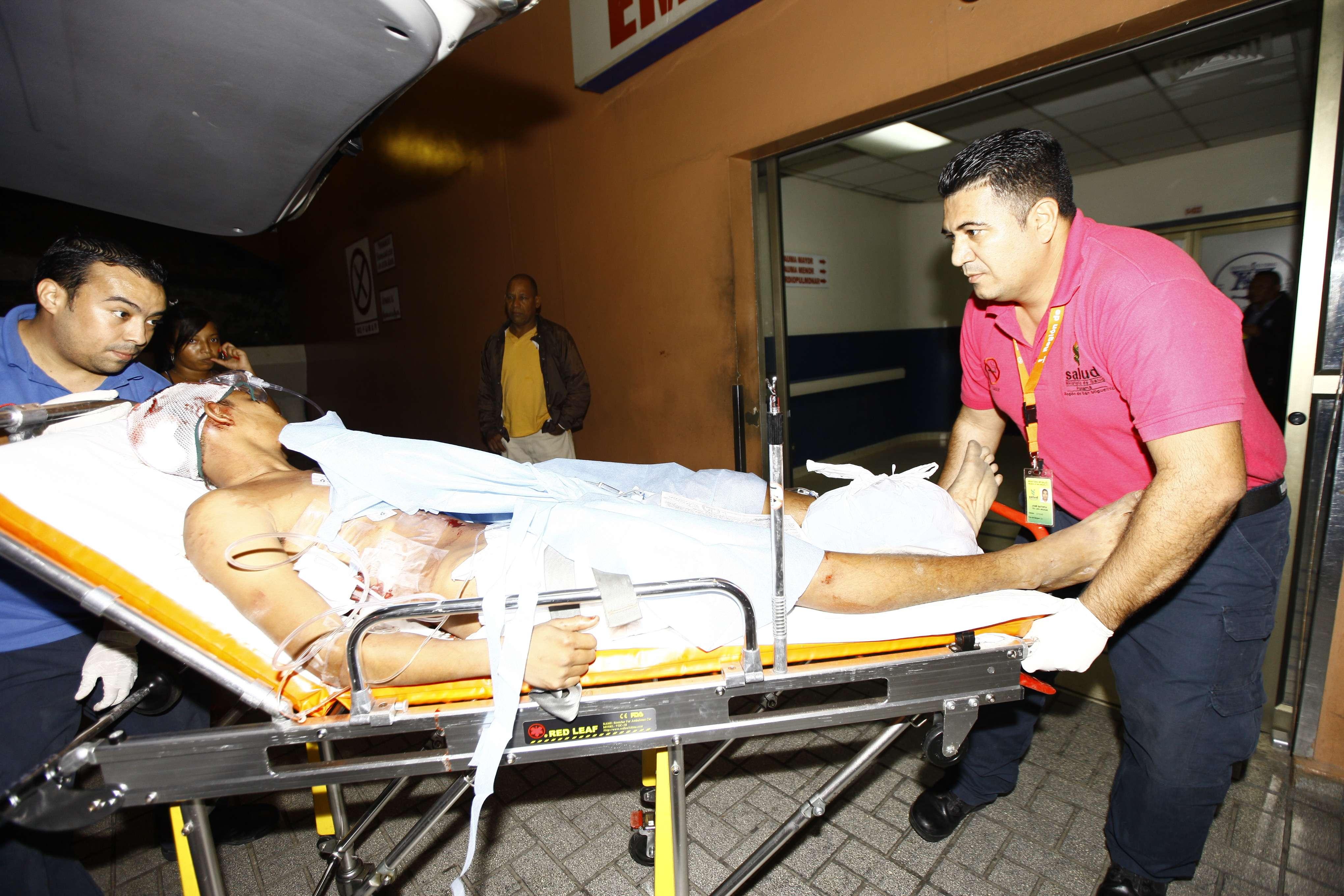 Los sujetos fueron trasladados al Hospital Santo Tomás. Foto/Video Alexander Santamaría
