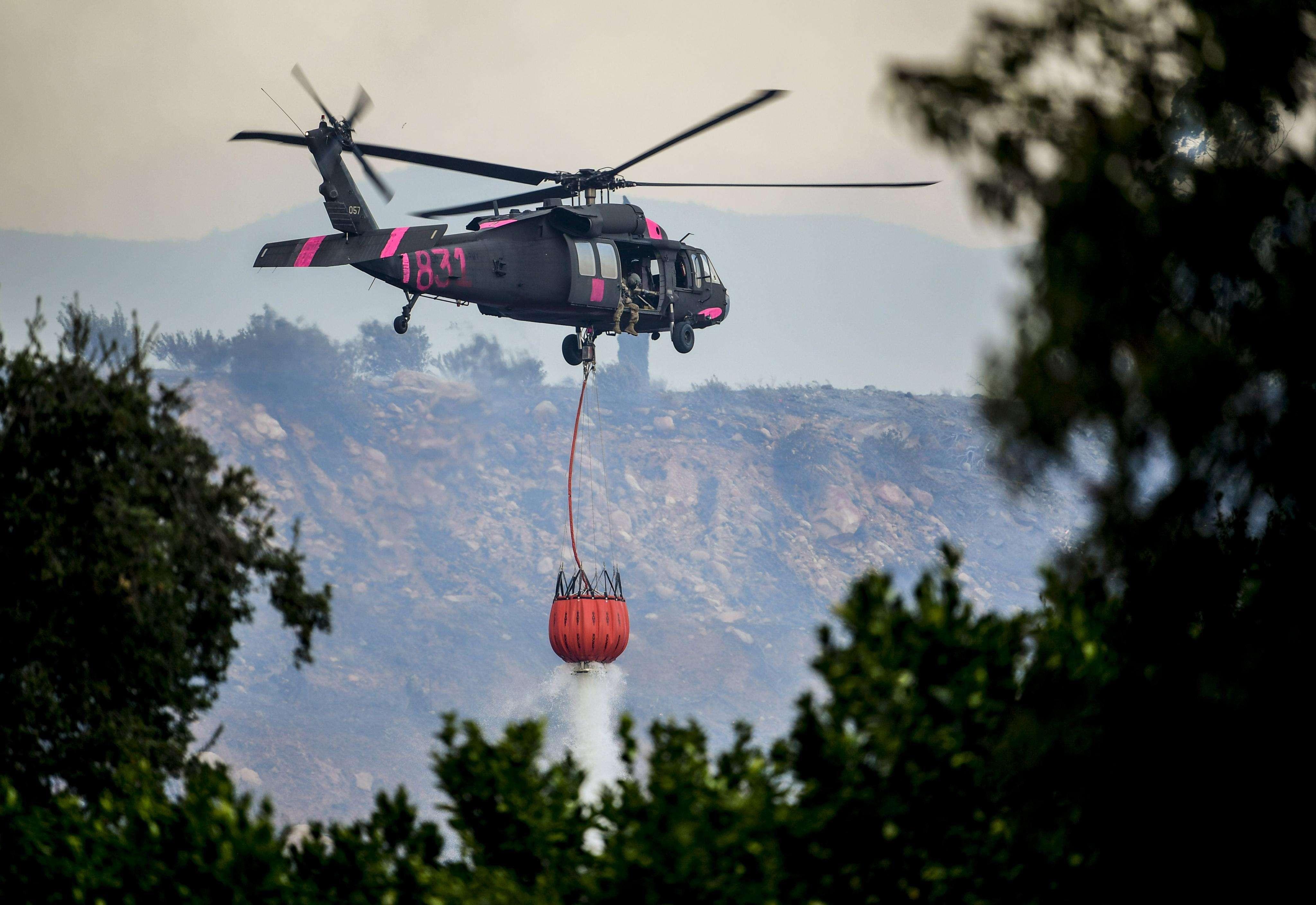 Solo en la zona del norte del condado de San Diego, el fuego ha quemado más de 1.000 hectáreas, derribado una veintena de estructuras y dejado, al menos, dos heridos.