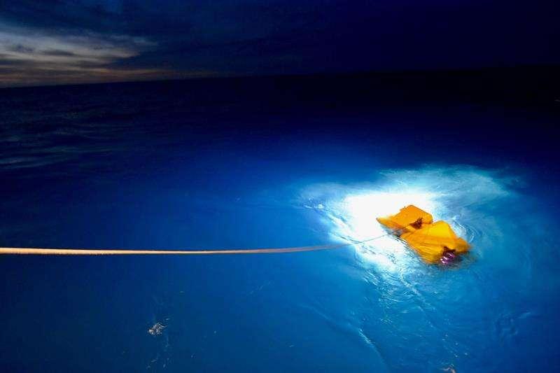 Imágenes del buque Atlantis, de la Marina estadounidense, durante la búsqueda del submarino de la Armada Argentina ARA San Juan, desaparecido hace 26 días./ EFE