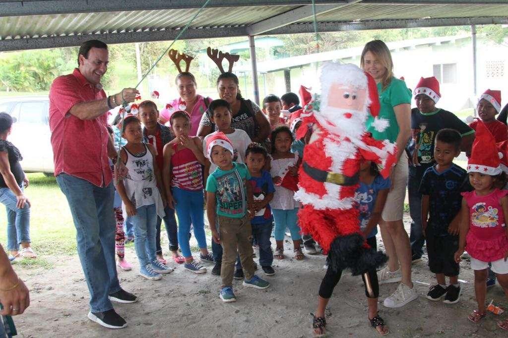 Decenas de niños disfrutaron de un momento placentero.