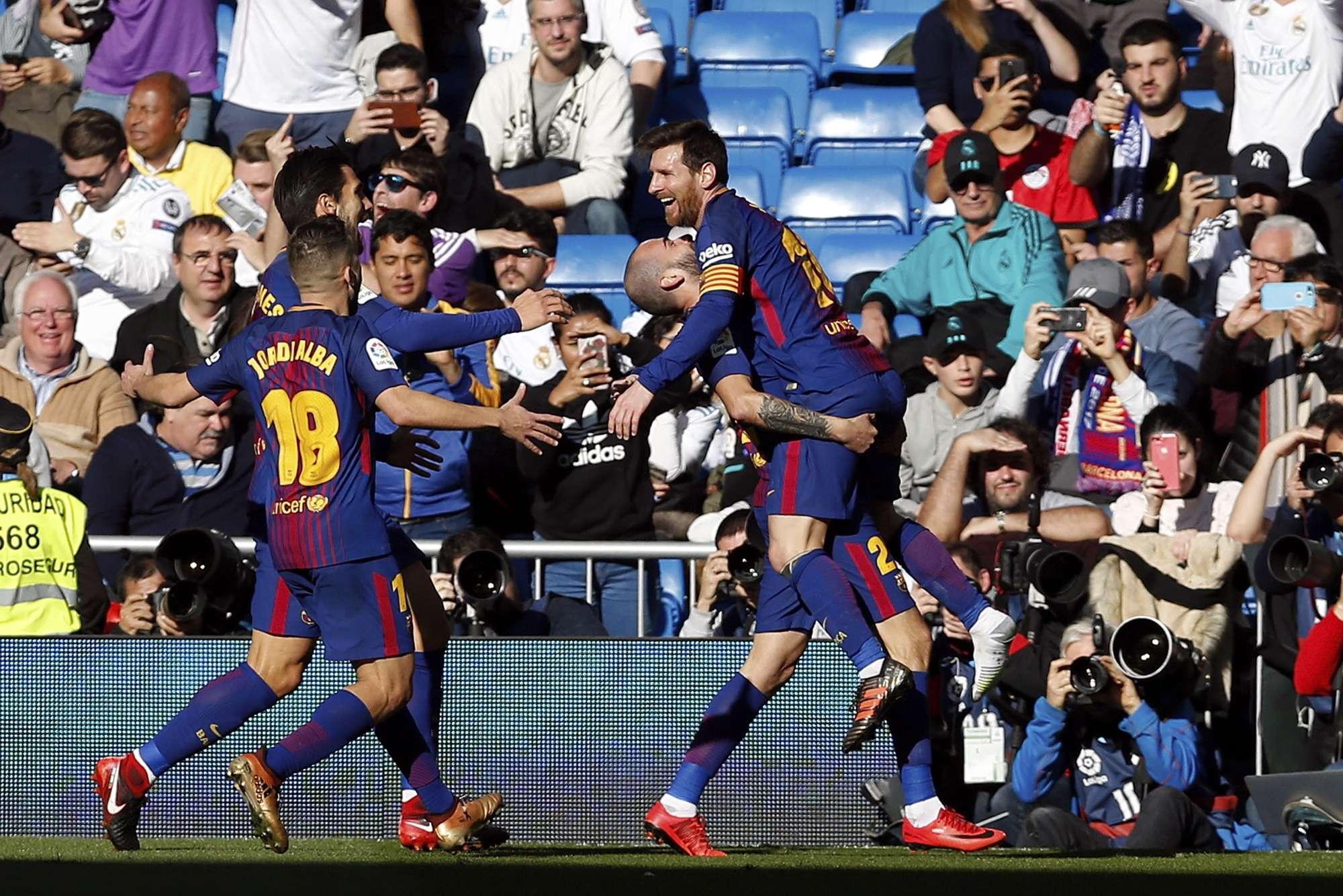 El argentino Lionel Messi celebra el triunfo con sus compañeros. Foto: AP