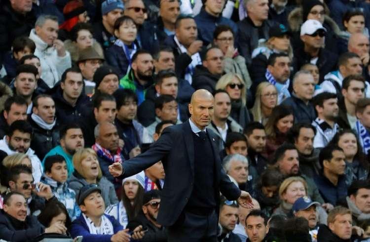 Zidane, durante el partido correspondiente a la jornada 17 ante el Barcelona. Foto: EFE