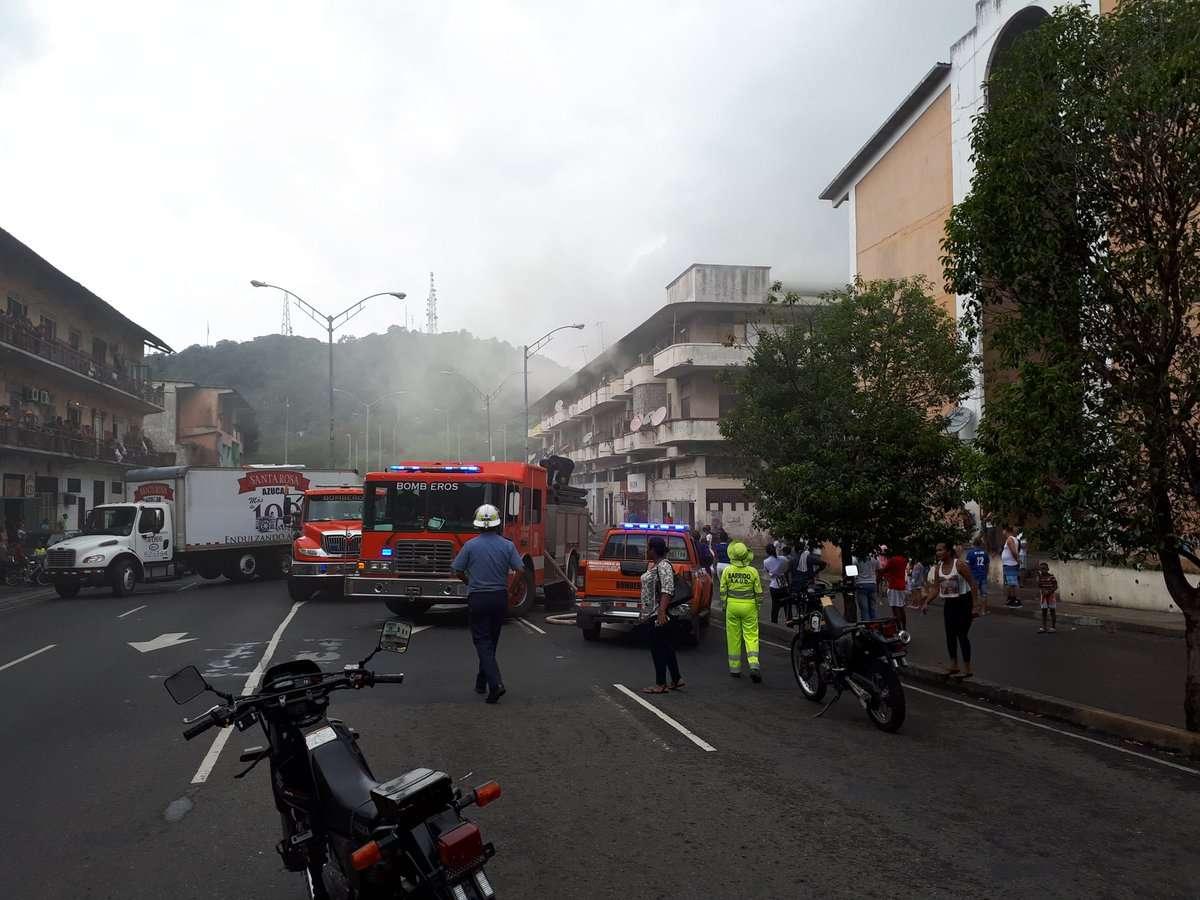 Imágenes de la emergencia que atendió el Cuerpo de Bomberos en estos momentos en el área de la Avenida Nacional. /  Foto: @BCBRP
