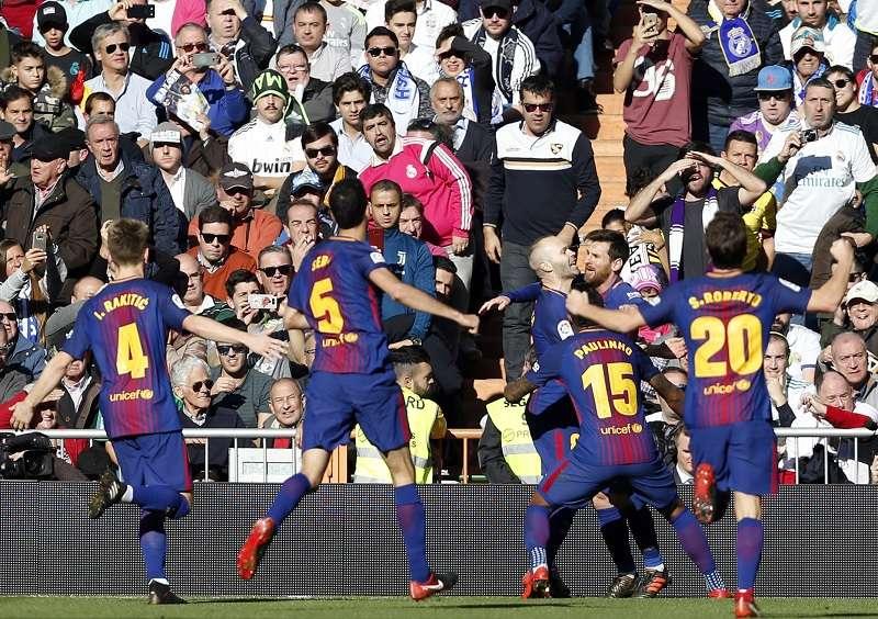 Jugadores del Barcelona en su victoria ante el Real Madrid./ Foto AP