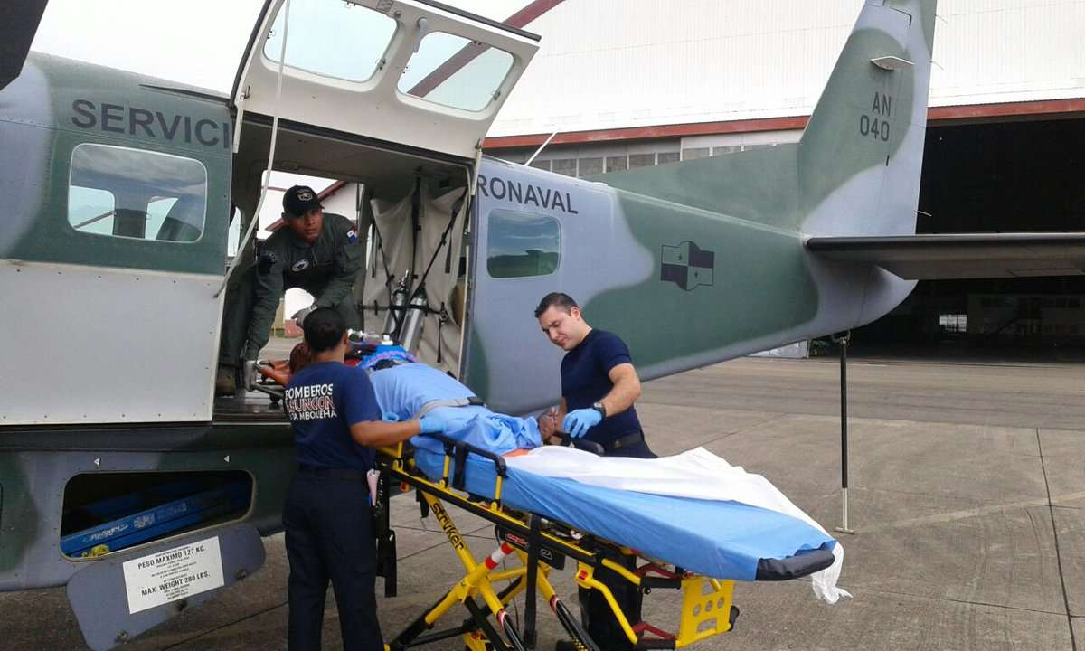 La evacuaron en helicóptero hacia un centro médico. /  Foto: @SENANPanama