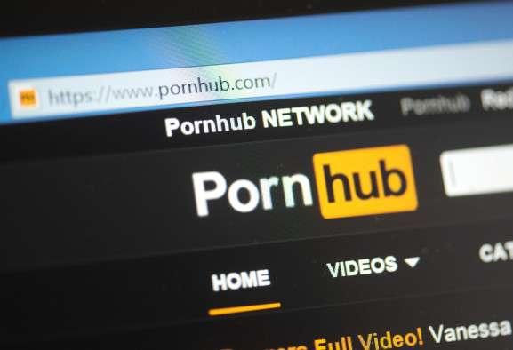 Películas familiares entre videos porno. Foto: Ilustrativa