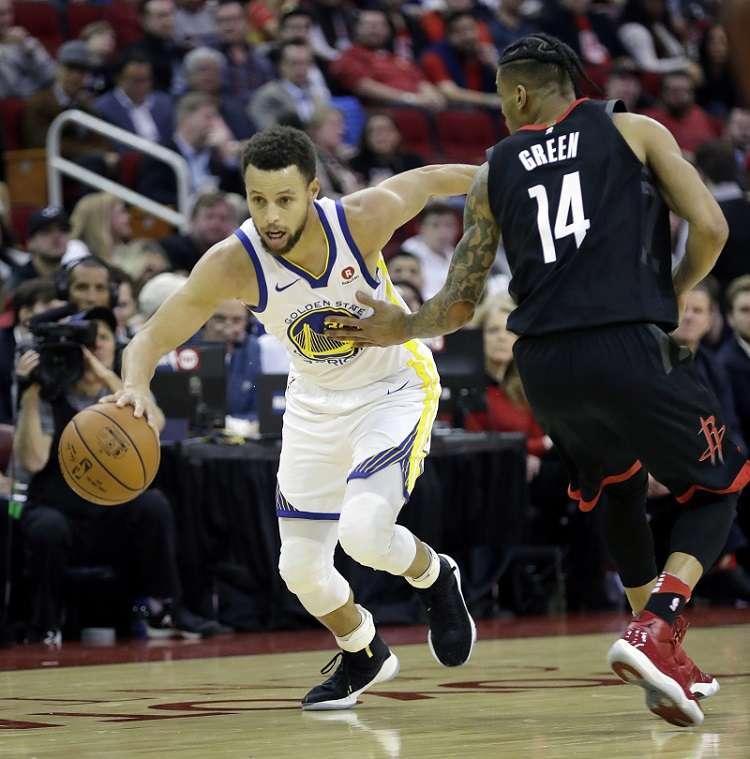 Stephen Curry  se lució con 29 puntos ante los Rockets./ Foto AP