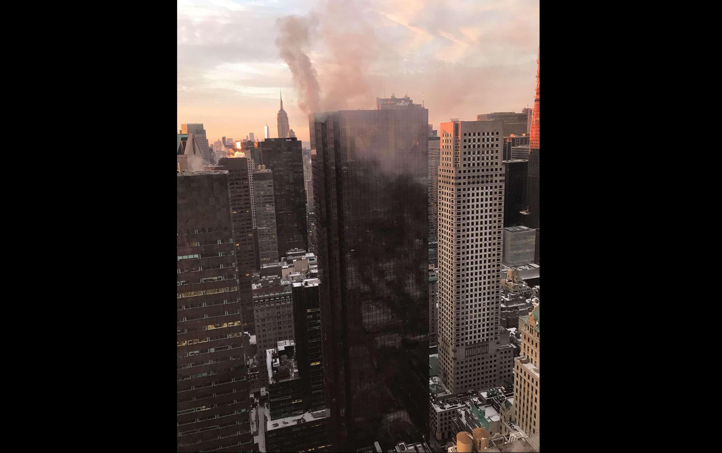 """El hijo del presidente, Eric, tuiteó su agradecimiento a los bomberos por hacer """"un trabajo increíble"""". / AP"""