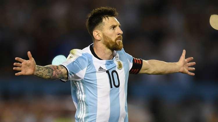 Messi se enfrentará en amistoso a sus compañeros del Barcelona. Foto: EFE