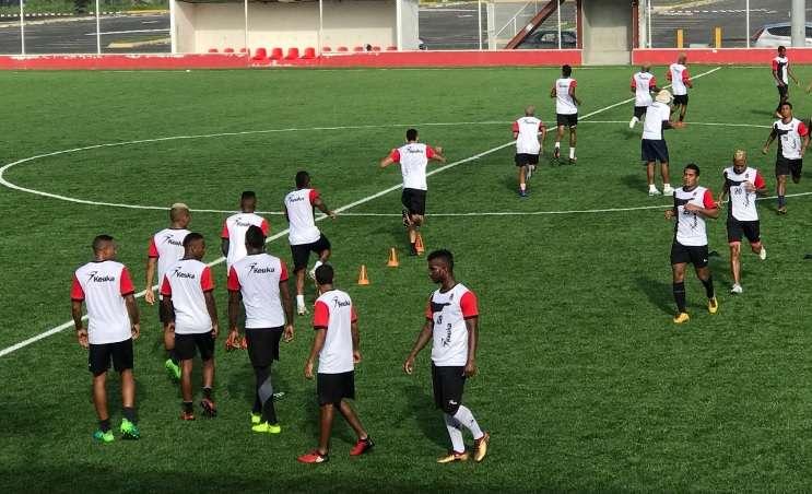 Jugadores del Sporting de San Miguelito en su entrenamiento de hoy./ Foto Cortesía