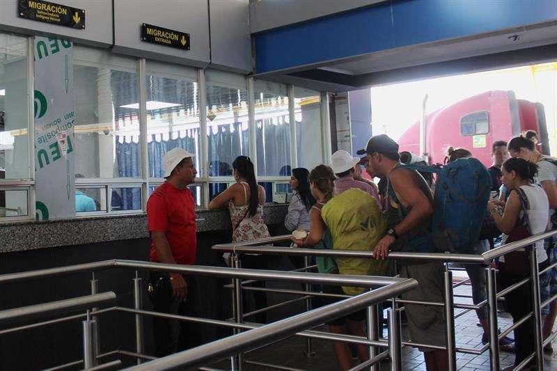 Los ciudadanos de países como Nicaragua, Colombia, Venezuela, República Dominicana, Cuba y Honduras fueron la mayoría que salió por deportaciones y expulsiones. EFE/Archivo