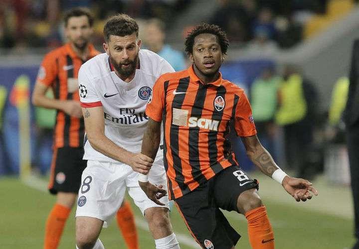 El centrocampista brasileño Fred (dcha.) juega en el Shakhtar Donetsk, de Ucrania. Foto AP