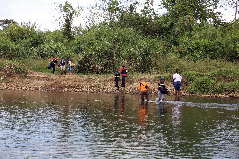 El cuerpo fue ubicado en la orilla del río Pacora, en Panamá Este. /  Foto: Edwards Santos