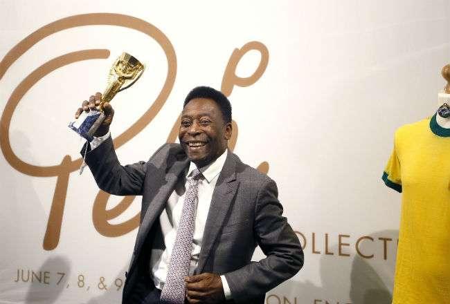 El astro brasileño Pelé se convirtió en el primer jugador en conquistar en tres ocasiones la Copa del Mundo (1958, 1962 y 1970). AP