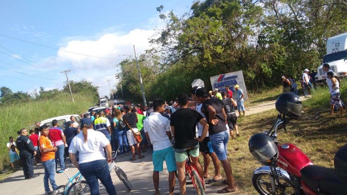 Unidades de la Policía Nacional se presentaron al lugar para mediar con los manifestantes. /  Foto: @TraficoCPanama