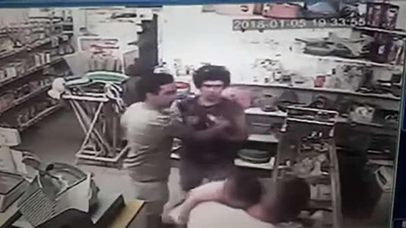 Las imágenes, que fueron captadas por las cámaras de seguridad y difundidas por el dueño del comercio. /  Captura de video