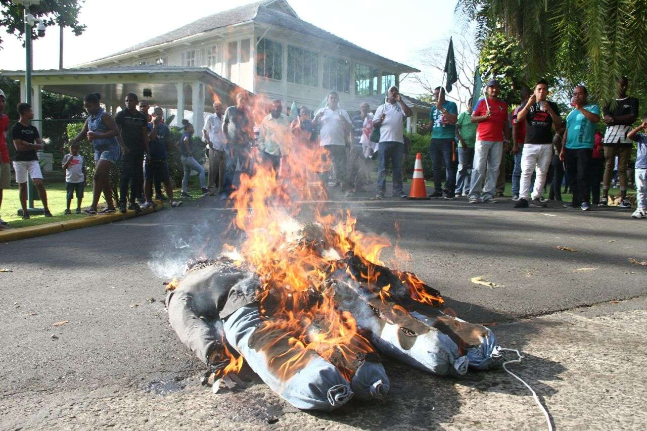 Los manifestantes protestaron además para cuestionar que solo los empresarios integren la junta directiva del Canal. /  Foto:Yorlenne Morales