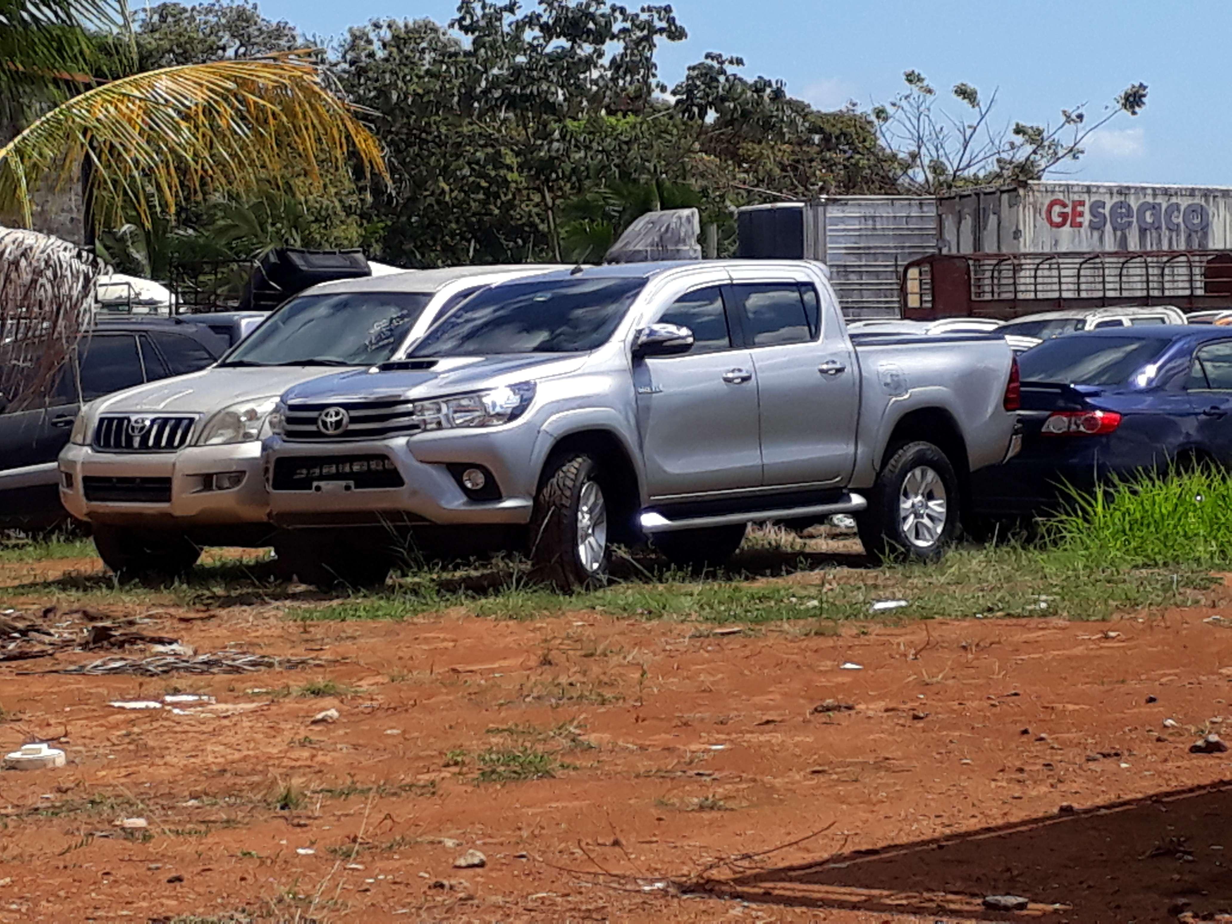 Automóvil en que fue detenido el cabo segundo del Senan con los dos maletines negros con 30 paquetes de cocaína cada uno. / Foto: José Vásquez
