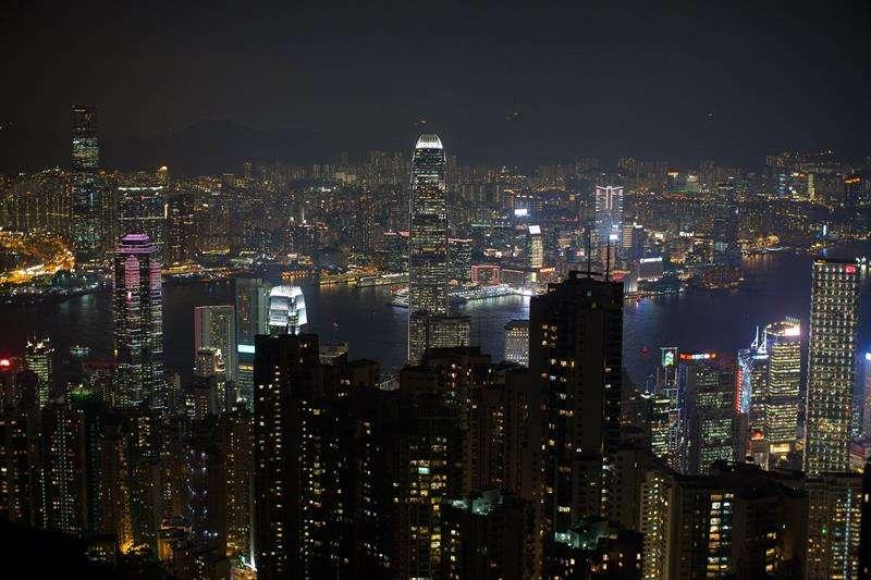 Turistas visitan la terraza de la Cumbre Victoria en Hong Kong (China). EFEArchivo