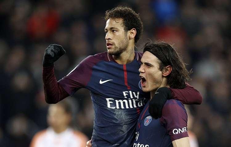 Neymar  (izq.) y Cavani celebran la anotación ante el Montpellier (4-0). Foto: AP