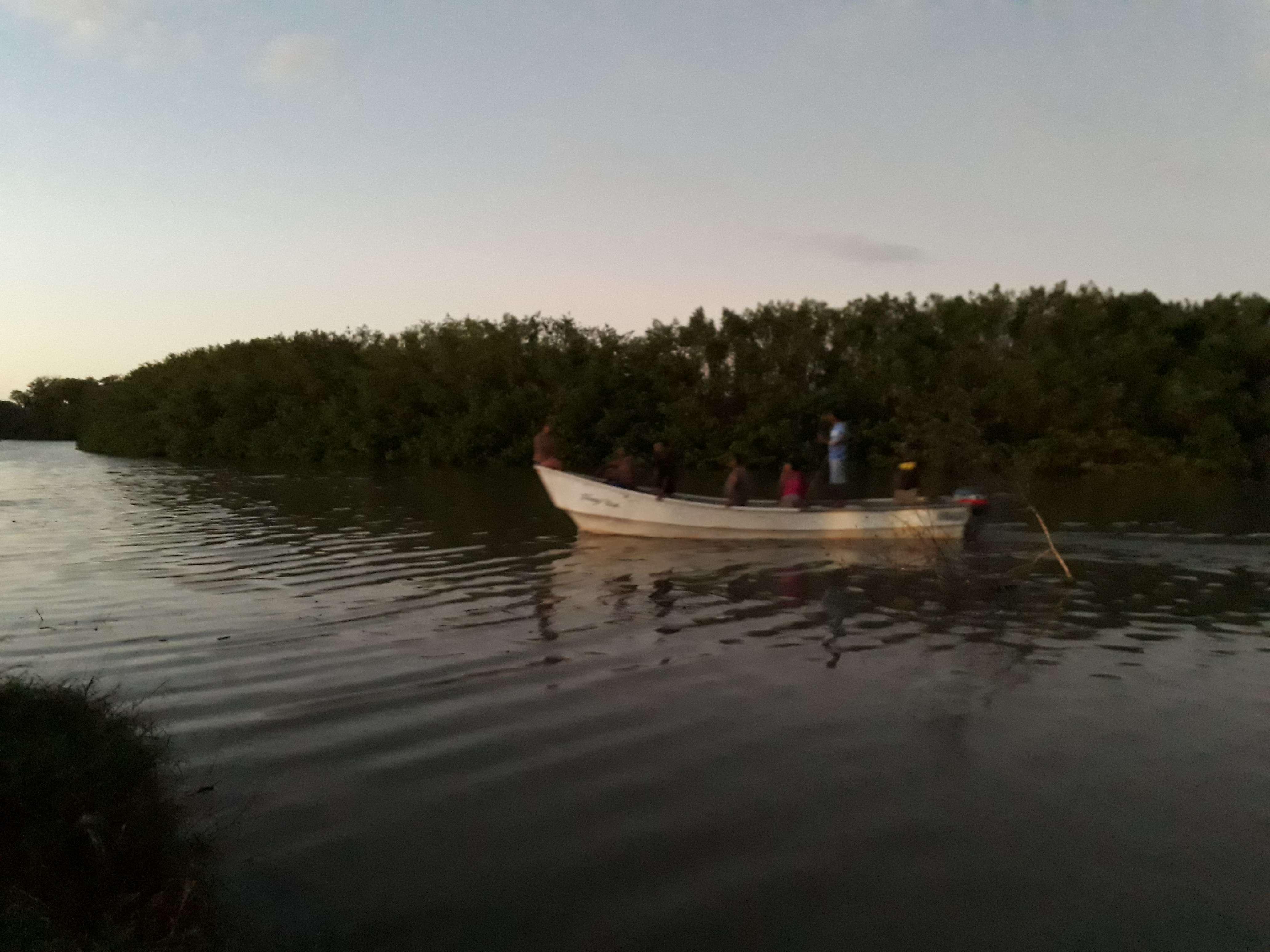Miembros de la Fuerza de Tarea participaron en la búsqueda de la menor, apoyados con lanchas y trasmallos de pescadores locales y del Senan. / Foto: Thays Domínguez