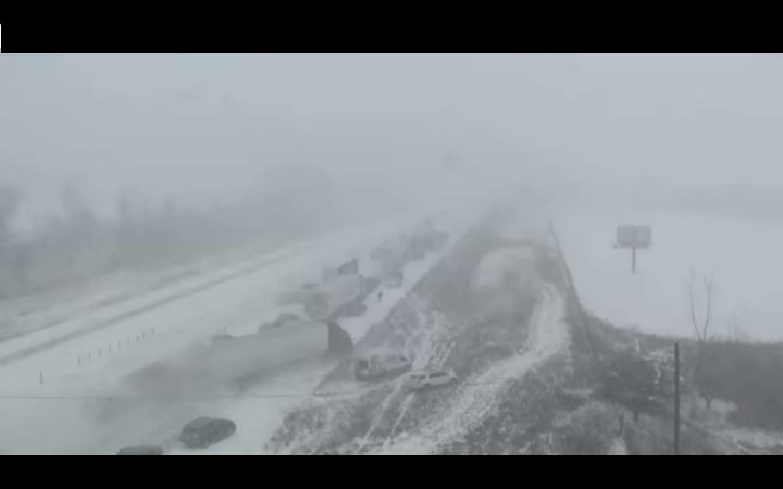 Accidente múltiple en Iowa, EE.UU. Captura de video  DMRegister