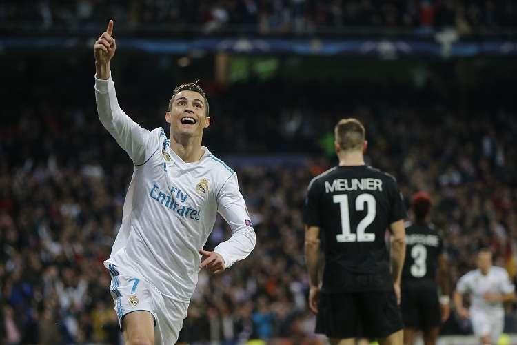 Cristiano Ronaldo celebra su anotación ante el PSG. Foto: AP