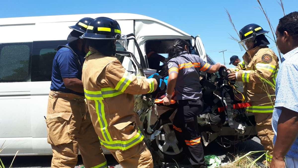 A pesar del fuerte impacto, no se reportaron personas fallecidas producto de la colisión. /  Foto: @bomberosoeste