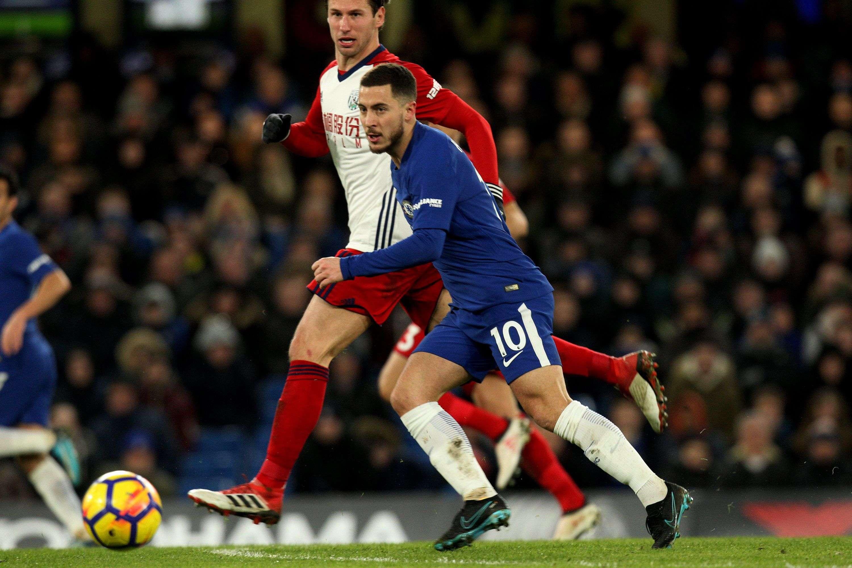 Eden Hazard (dcha.) de Chelsea en acción ante el West Bromwich Albion. Foto: AP