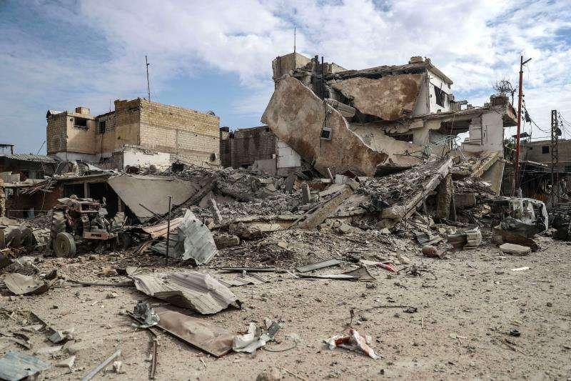 Edificios destruídos tras un bombardeo al este de Guta, en Duma en Siria.  EFE