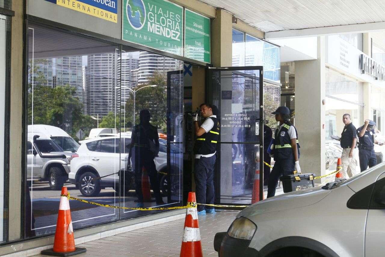 Los policías se mantienen en el lugar. Foto: Edwards Santos