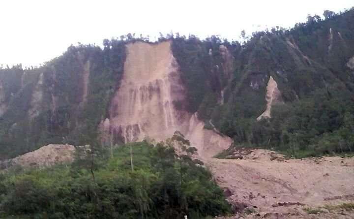 Aeropuerto de Komo seriamiente dañado y otras localidades sin comunicación. Foto: @EarthQuakesTime