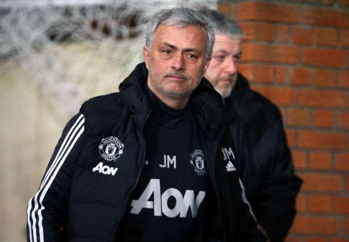 El entrenador portugués del Manchester United, Jose Mourinho, está feliz porque estará en el Mundial de Rusia 2018. Foto EFE