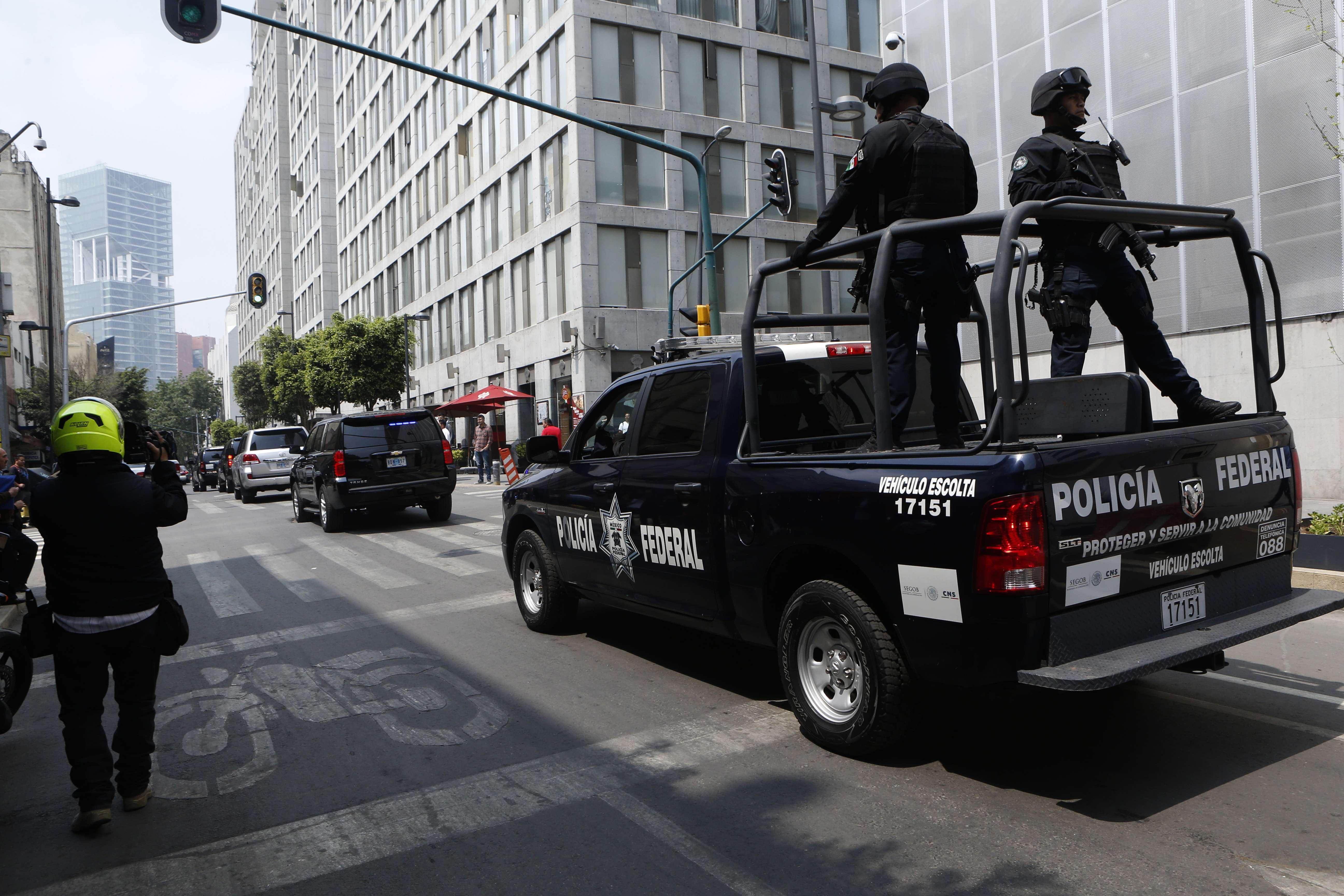 Convoy policial recorre la ciudad de México. Foto: AP
