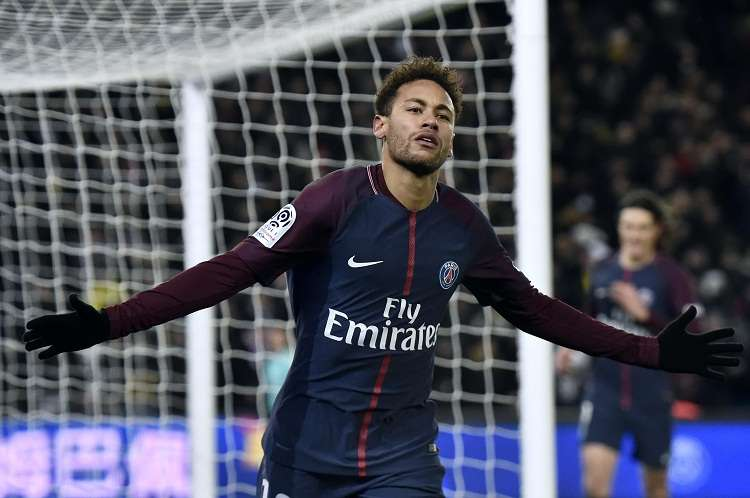 Neymar se recupera de su lesión en Brasil. Foto: EFE