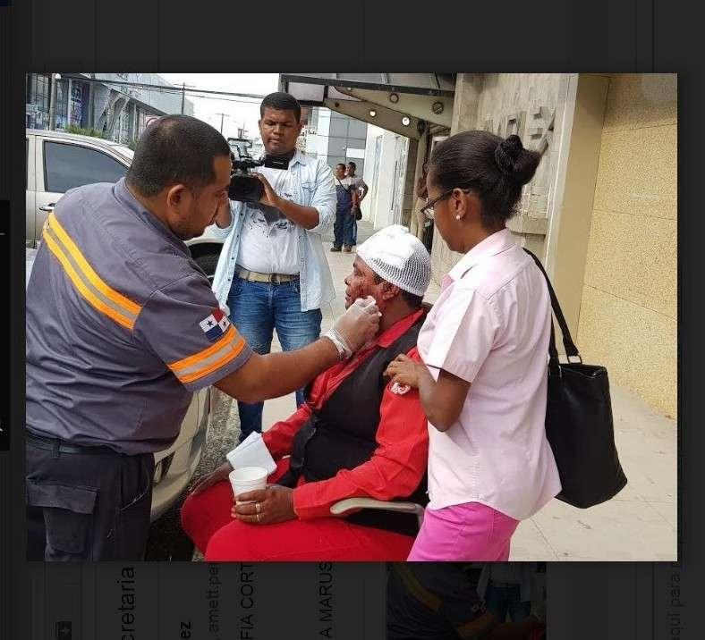 Una mujer debió ser trasladada a un hospital por las heridas