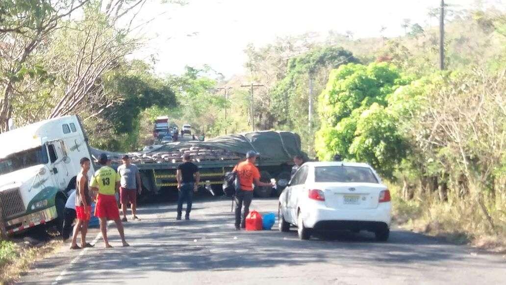 El área donde se registró el accidente es una vía de muchas pendientes y curvas. /  Foto: Mayra Madrid