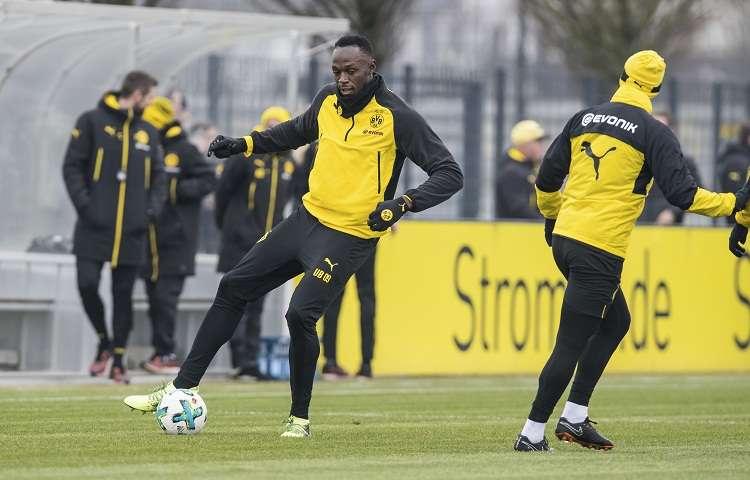 Usain Bolt durante su entrenamiento con el Borussia Dortmund. Foto: AP
