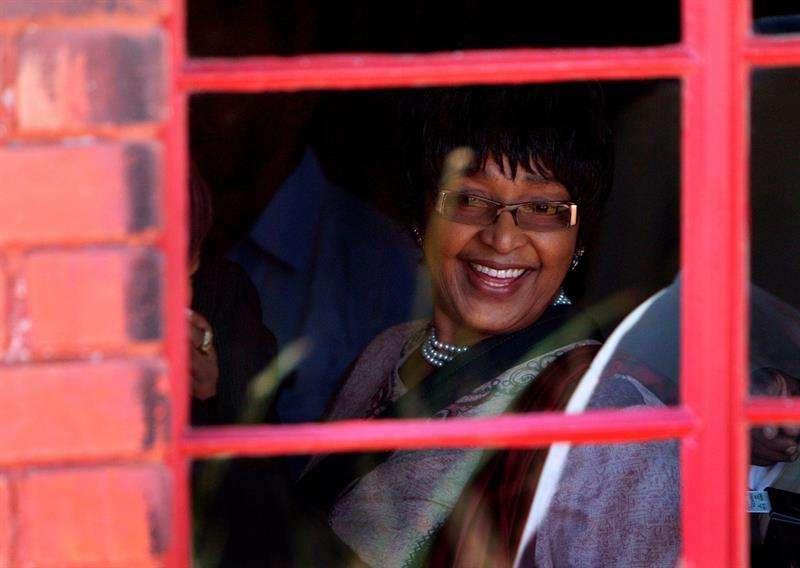 Foto en vida de la activista Winnie De mandela. Foto/EFE