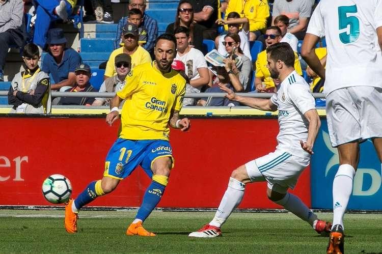 Nacho (dcha) que nunca se había lesionado como futbolista profesional. Foto: EFE