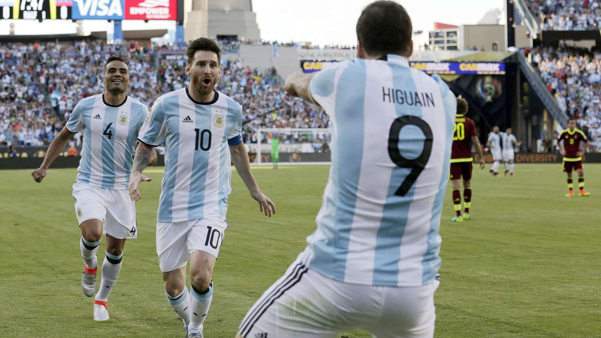 Lionel Messi tiene una deuda pendiente con la selección argentina, según sus críticos. /AP