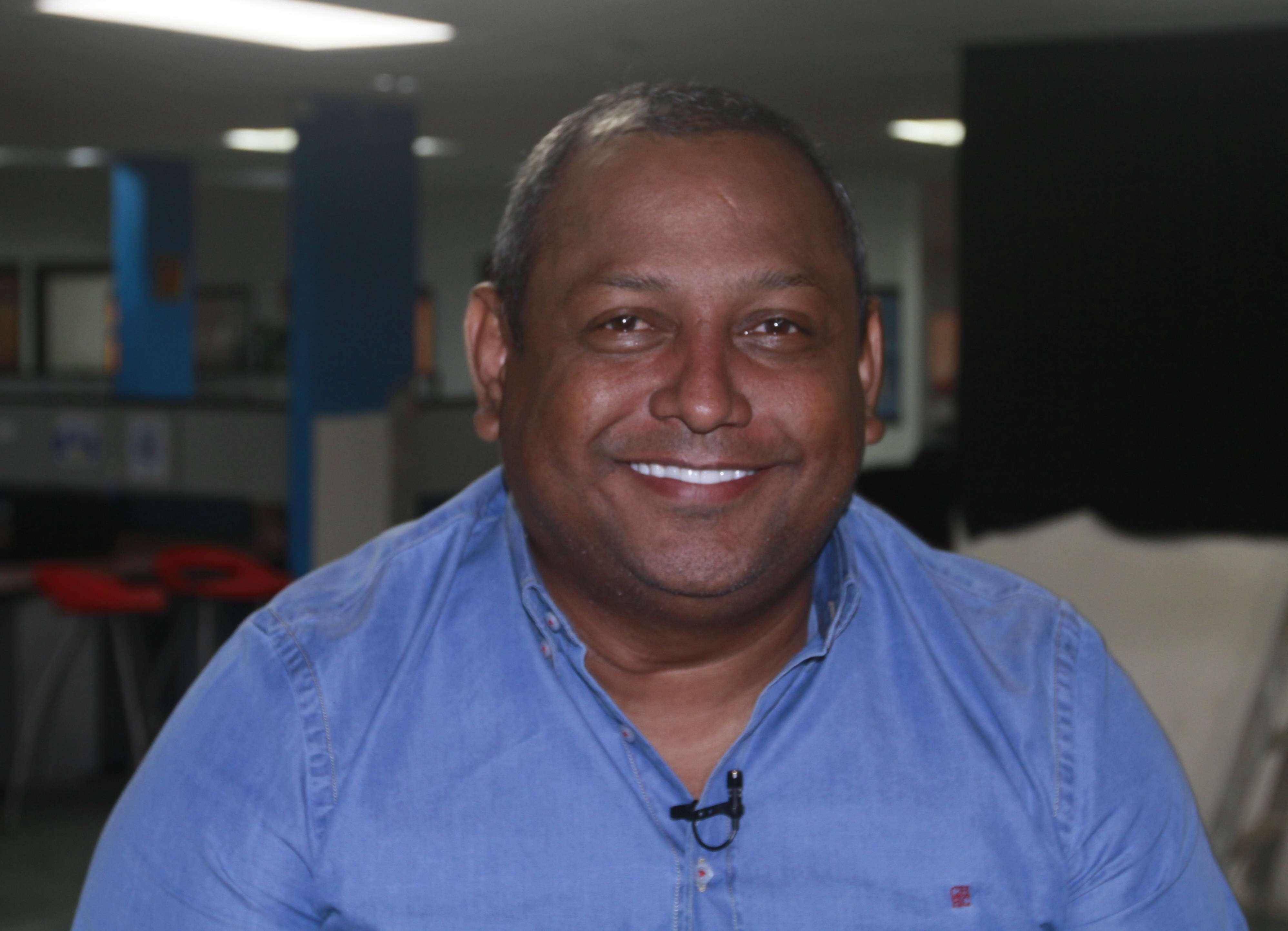 El diputado Raúl Pineda recuerda sus años mojos... Suéltalo Dj. Foto/ Video: Edwards Santos