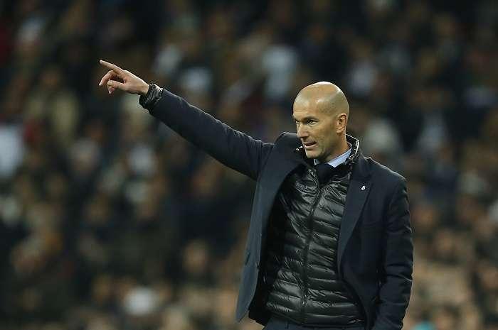 Zinedine Zidane acusó al Barcelona de romper la tradición cuando no le hizo el pasillo al Real Madrid en el más reciente clásico. / AP