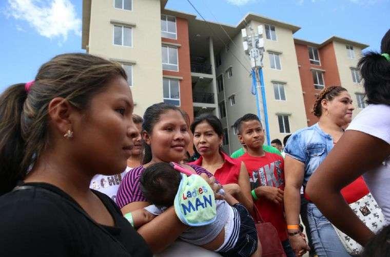 Más de 300 familias con casa nueva.