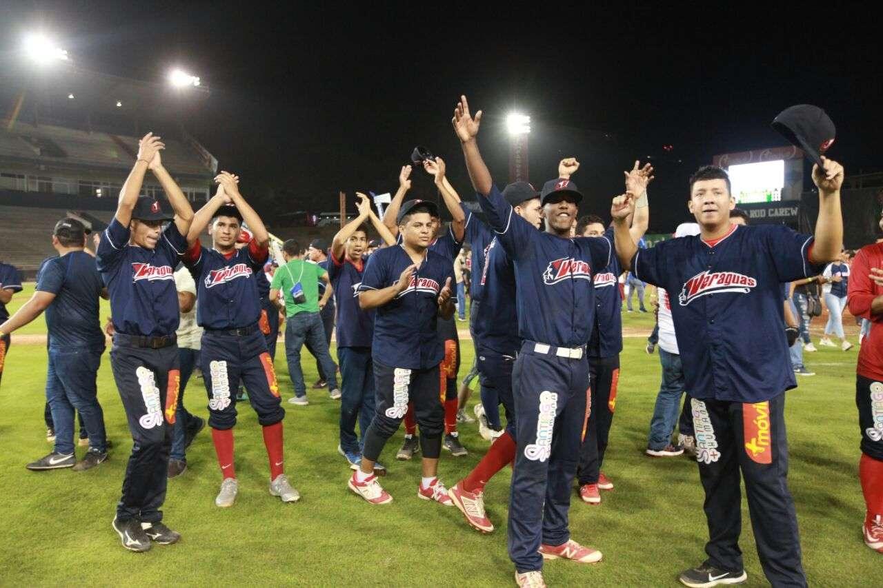 Jugadores del equipo de Veraguas celebran./ Foto Cortesía