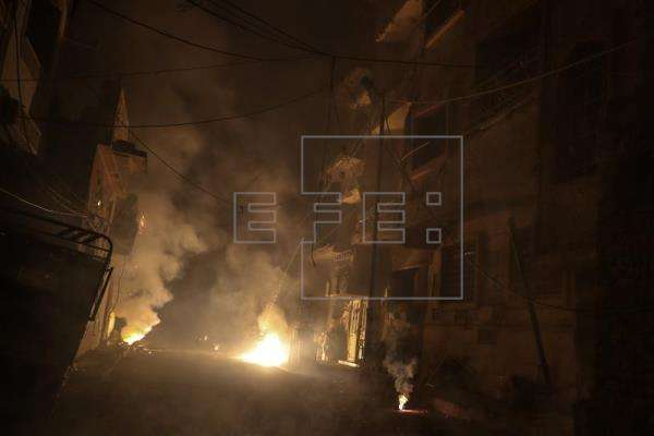 Vista de edificios destruidos después de presuntos ataques aéreos en Duma (Siria). EFE/Archivo