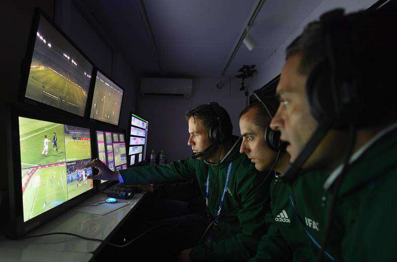 El Mundial de Rusia 2018 utilizará por primera vez la tecnología para aclarar las jugadas polémicas. Foto AP