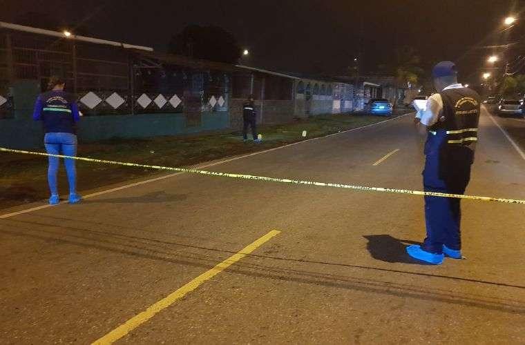 El área donde ocurrió el hecho fue cercado por la policía. Fotos: Alexander Santamaría