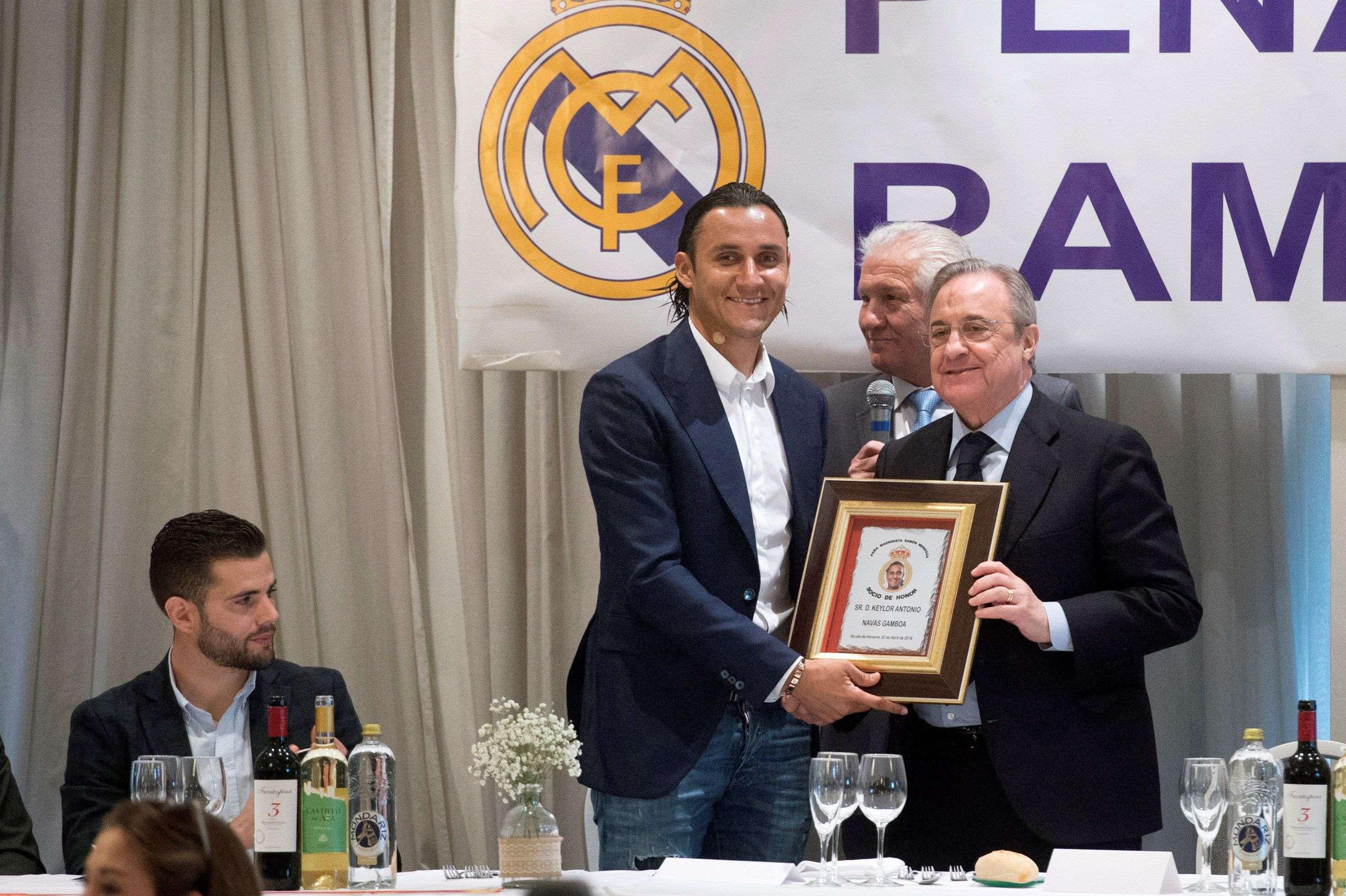 Keylor Navas junto al presidente del Real Madrid, Florentino Pérez. Foto: EFE